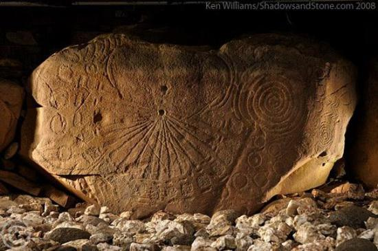 Gnomon de Knowth - Irlande, 5300 ans